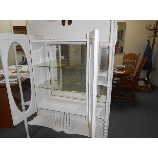 White Vintage Display Cabinet - Image 5 of 6
