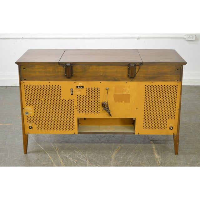 Mid Century Modern Danish Style Stereo Console w/ Record Player For Sale - Image 4 of 10