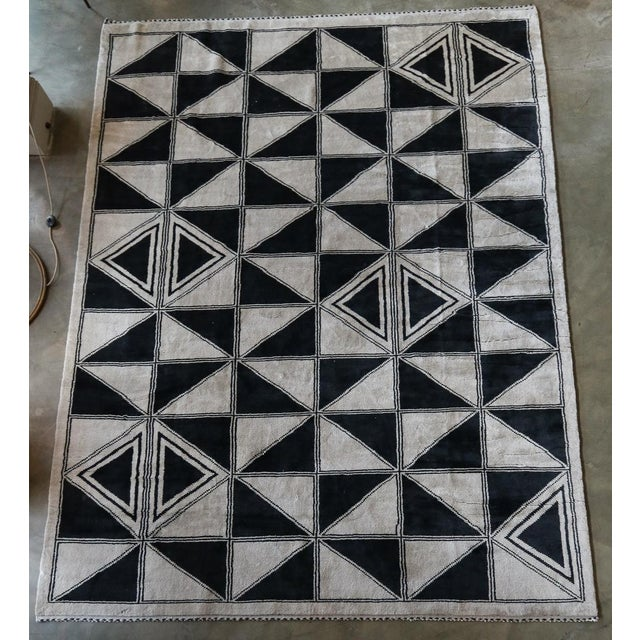 Moroccan Geometric Triangles Wool Rug - 9′ × 12′ For Sale - Image 9 of 11