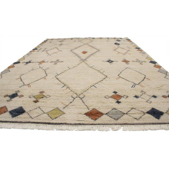 30353 contemporary Moroccan style area rug with modern tribal design. This contemporary Moroccan style area rug with...