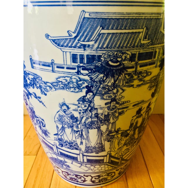 """Asian 25"""" Large Asian Shogun Chinese Blue and White Porcelain Urn For Sale - Image 3 of 10"""