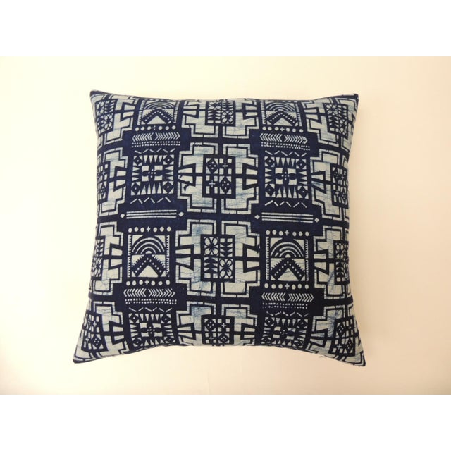 """Pair of Cotton Blue and White """"Kumasi"""" Decorative Pillows For Sale In Miami - Image 6 of 6"""