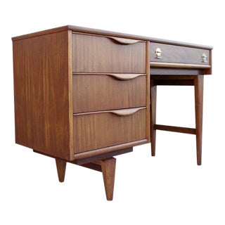 1960s Vintage Stanley Mid-Century Modern Desk For Sale