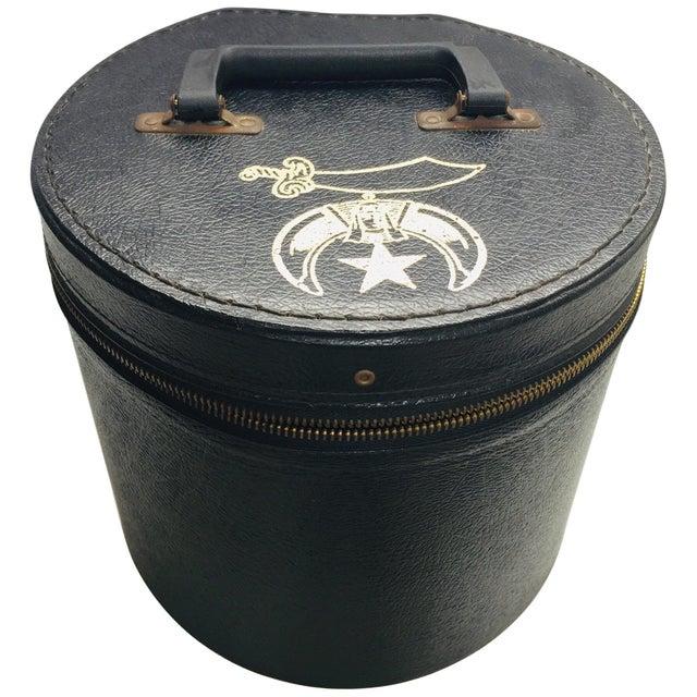 Boho Chic Al Malaikah Vintage Iconic Masonic Shriner Burgundy Wool Fez Hat in Original Box For Sale - Image 3 of 13