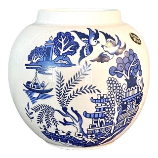 Vintage Chinoiserie Round Blue Willow Porcelain Vase For Sale