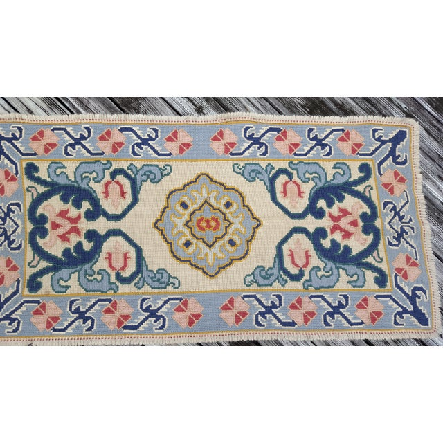 "Blue & Cream Handmade Hooked Rug - 2'10"" x 4'4"" - Image 3 of 3"