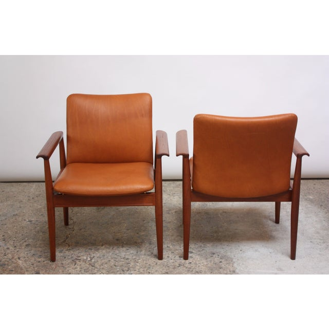 France & Son Pair of Finn Juhl Diplomat Armchairs for France & Son in Leather and Teak For Sale - Image 4 of 13