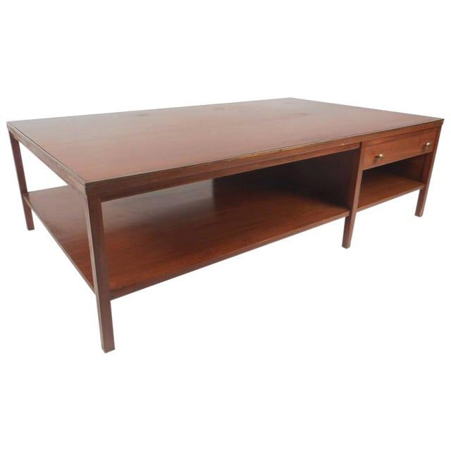 Mid-Century Modern Walnut Coffee Table in the Style of Paul McCobb For Sale
