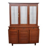Image of Mid Century Modern Willet Furniture Display Cabinet For Sale