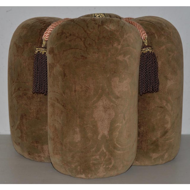 Plush Velour Fleur De Lis Ottoman / Vanity Seat For Sale - Image 4 of 6