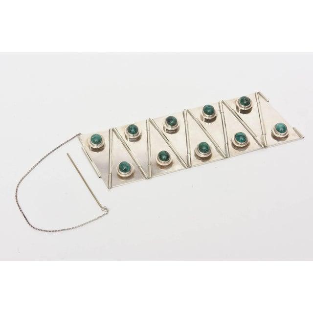 1950s Sterling Silver & Malachite Sculptural Cuff Bracelet Vintage For Sale - Image 5 of 10