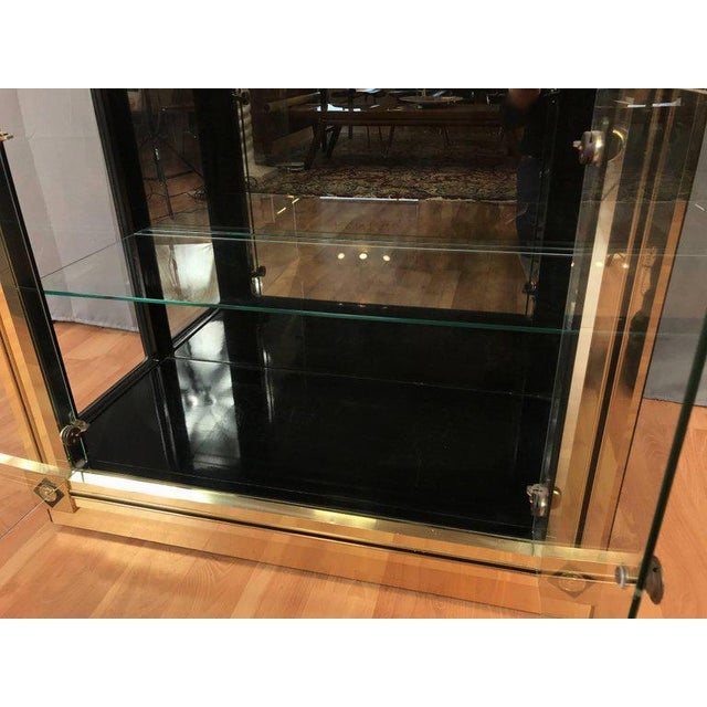 1970s Mid-Century Modern Mastercraft Towering Brass and Glass Vitrine For Sale In San Francisco - Image 6 of 11