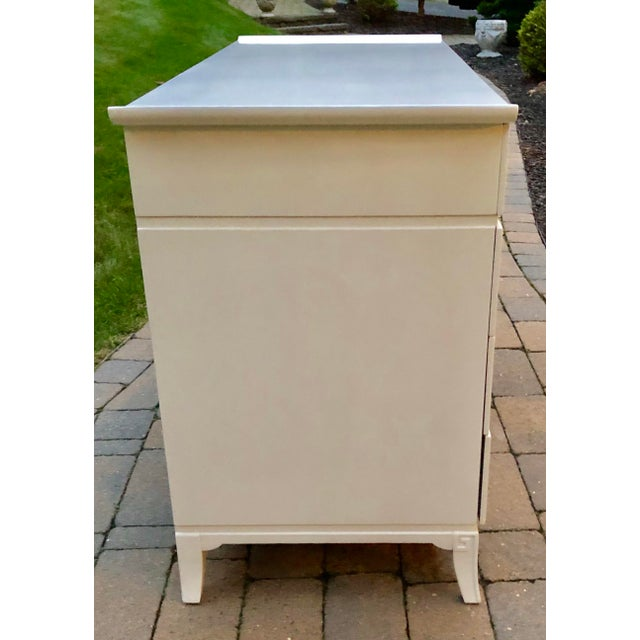 Mid Century Modern White Lacquered Chinoiserie Style Chest For Sale - Image 4 of 7
