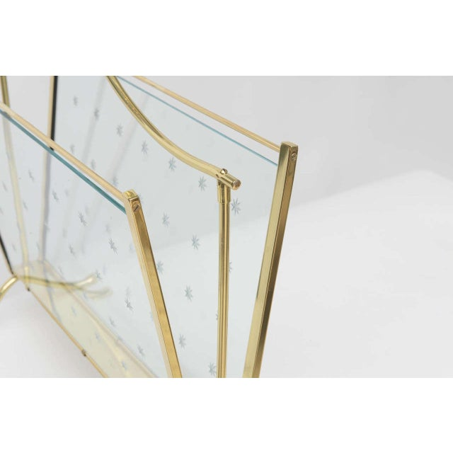 1940s Italian Brass Magazine Rack with Hand-Cut Starburst Glass Panels For Sale In Miami - Image 6 of 10