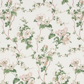 Sample - Schumacher x Veere Grenney Betty Wallpaper in Quiet Pink For Sale