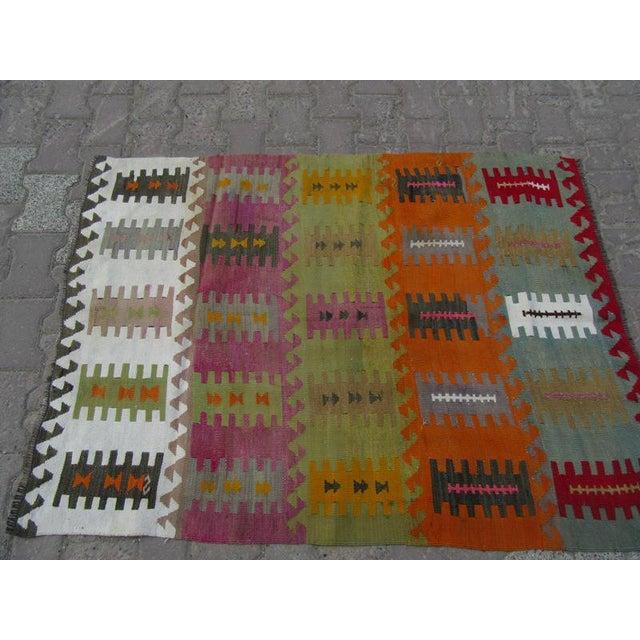 "Mid-Century Modern Vintage Handwoven Kilim Rug - 3'8"" x 5'1"" For Sale - Image 3 of 6"