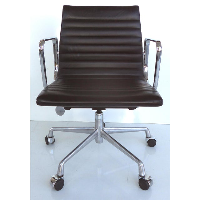 Mid-century Eames Herman Miller Aluminum Group Chair - Image 4 of 11