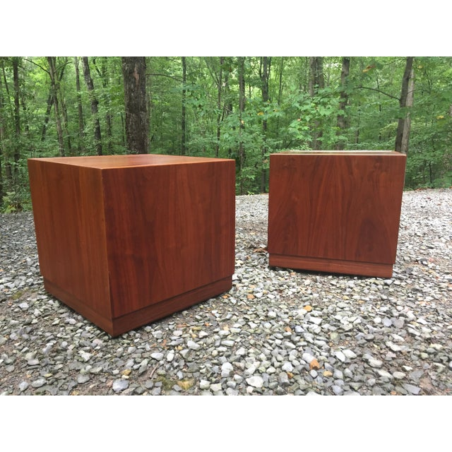 Jens Risom Jens Risom Mid Century Modern Cube Tables ~ a Pair For Sale - Image 4 of 13