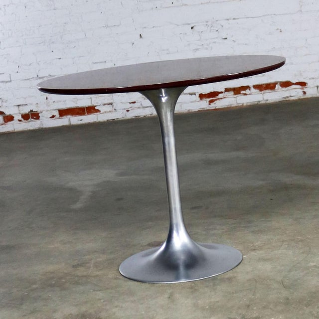 Saarinen Style Tulip Base Table in Aluminum with Woodgrain Laminate Top For Sale - Image 5 of 11