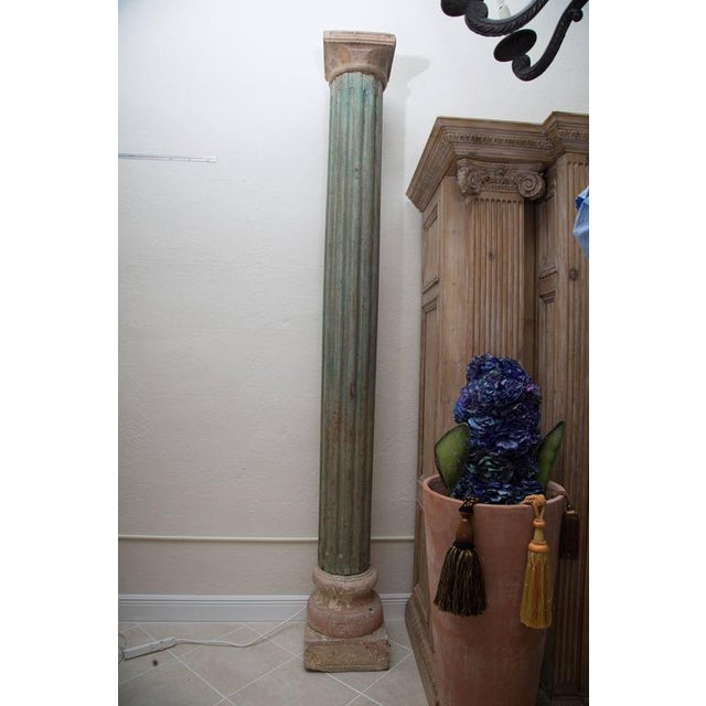 Early 19th Century Large Fluted Wooden Neoclassical Columns with Capitals and Terra Cotta Bases For Sale - Image 5 of 6