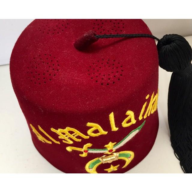 Al Malaikah Iconic Masonic Shriner Burgundy Wool Fez Hat in Original Box For Sale In Los Angeles - Image 6 of 12