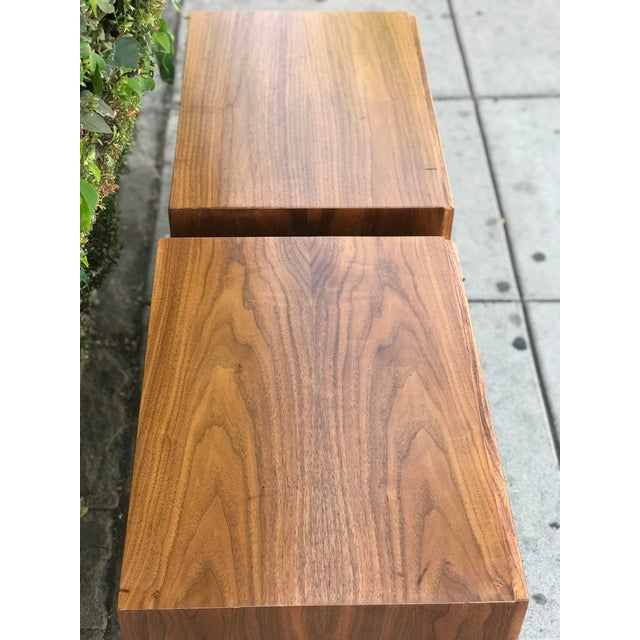 Walnut Pair of Mid Century Modern Nightstands by American of Martinsville For Sale - Image 7 of 12