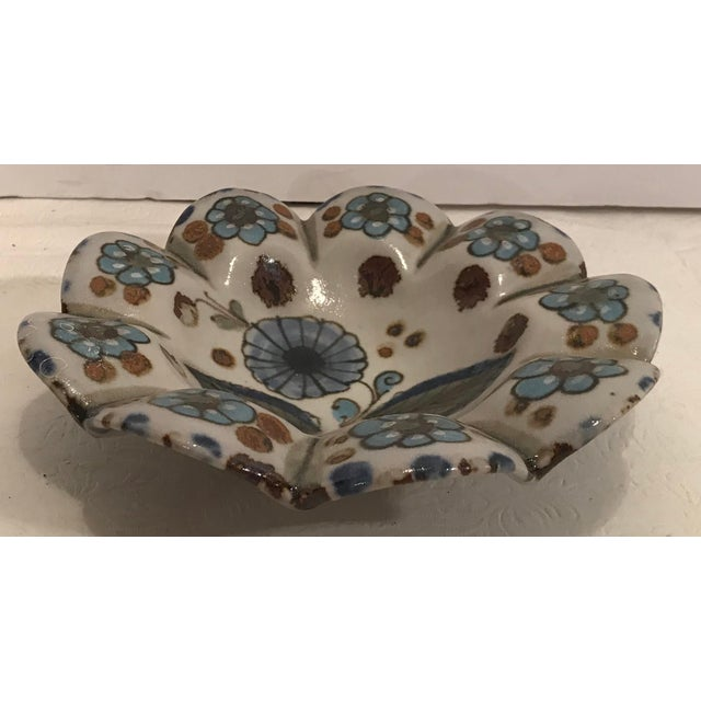 Beautiful hand painted and signed Mexican Pottery ashtray or catch all.