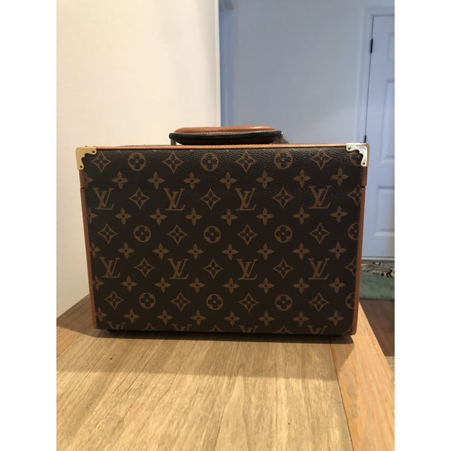 You will be obsessed with this gorgeous Vuitton travel case. It is antique but was hardly used ..at all! Beautiful...