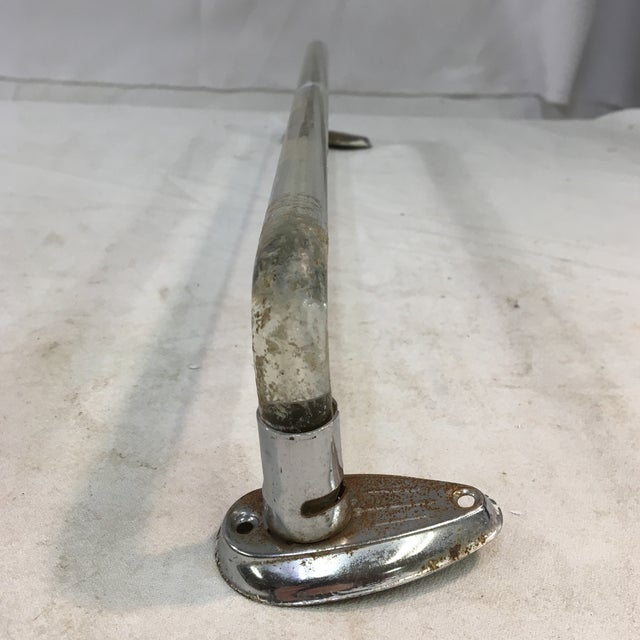 Mid-Century Modern Vintage Mid-Cenutry Lucite Towel Bar With Chrome-Plated Hardware For Sale - Image 3 of 9