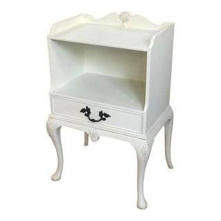 French Country Kittinger Accent Table For Sale