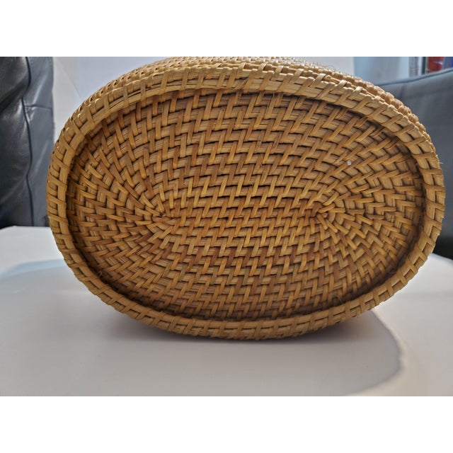 This is the coolest basket that i have ever come across! A unique oval tapered design. Tightly woven with a cool latch in...