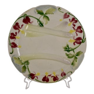 K&G St. Clément French Faïence Bleeding Heart Asparagus Plate For Sale