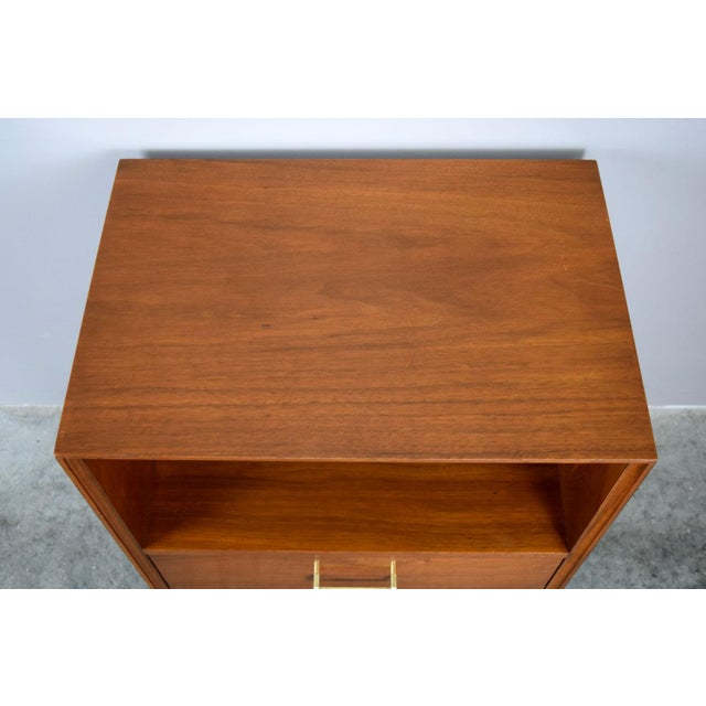 Paul McCobb Mid-Century Walnut & Brass Nightstand or Side Table by Furnette For Sale - Image 4 of 5