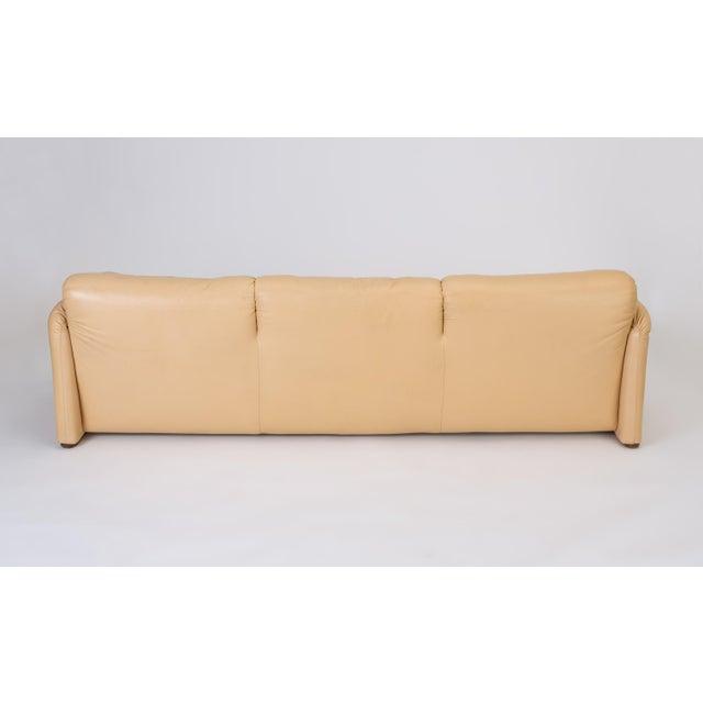 "Tan Leather ""Maralunga"" Sofa by Vico Magistretti for Cassina For Sale - Image 8 of 12"