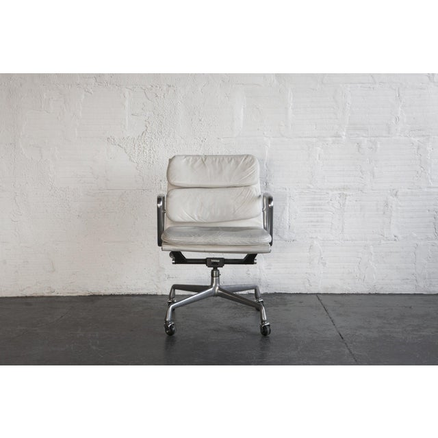 Eames Soft Pad Executive Chair - Image 2 of 6