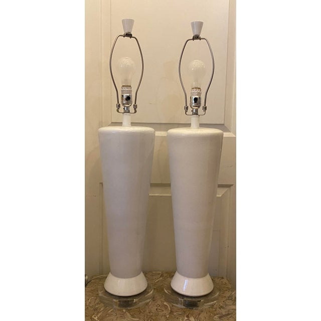 White Mid-Century Modern Ceramic Table Lamps - a Pair For Sale - Image 4 of 4
