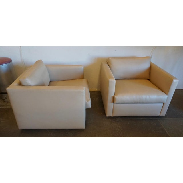 Designed by Pfister in 1971 for Knoll.Perforated leatherette in excellent condition,very comfortable..
