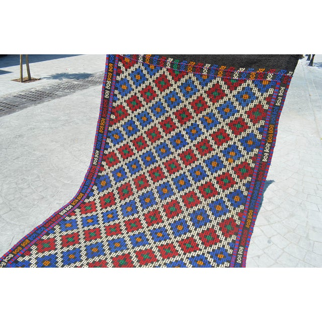 Offered is a hand-woven Turkish Area rug. Material : Wool on wool. Condition: Used. In very good condition. Origin: Mut...