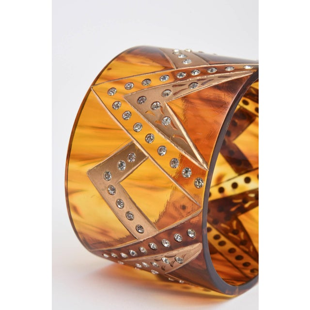1980s French Tortoise Resin and Rhinestone Cuff Bracelet For Sale - Image 5 of 10