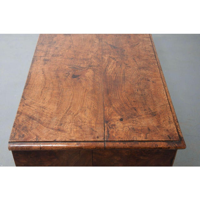 English Early 19th Century Burl Oak Chest of Drawers For Sale - Image 10 of 10