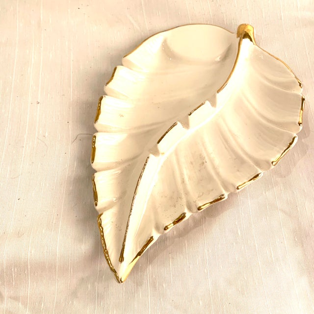 California Pottery White and Gold Hollywood Regency Ashtray Catchall For Sale - Image 4 of 6