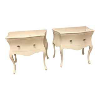 Italian High Gloss White Lacquer Nightstands With Matte Silver Finish Pulls - a Pair For Sale