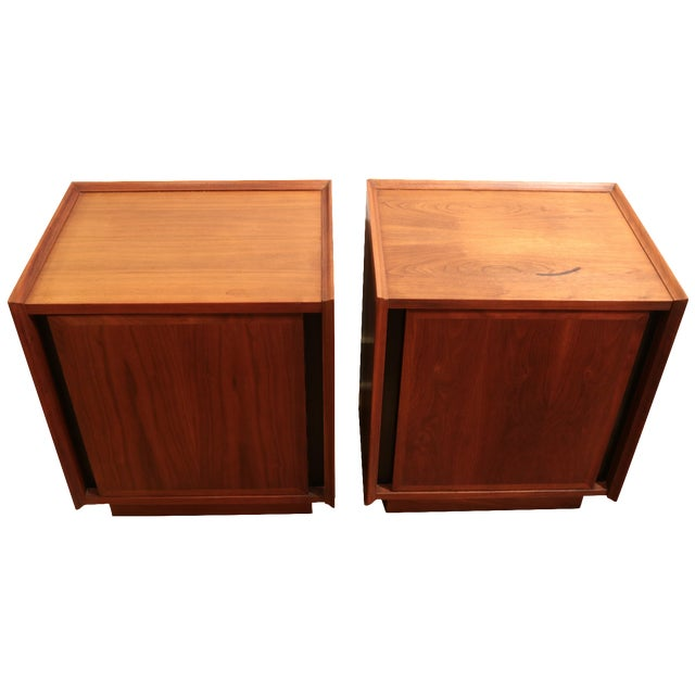 1960s Dillingham Nightstands - A Pair For Sale