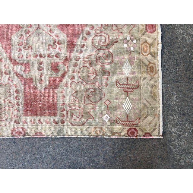 1960s Vintage White Turkish Rug- 3′9″ × 6′9″ For Sale - Image 9 of 11
