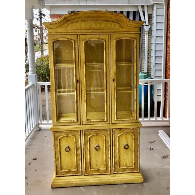 1970s Vintage Thomasville Faux Bamboo China Cabinet For Sale In Pittsburgh - Image 6 of 6