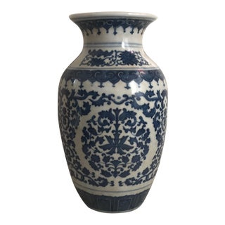 Chinese Blue & White Traditional Porcelain Vase