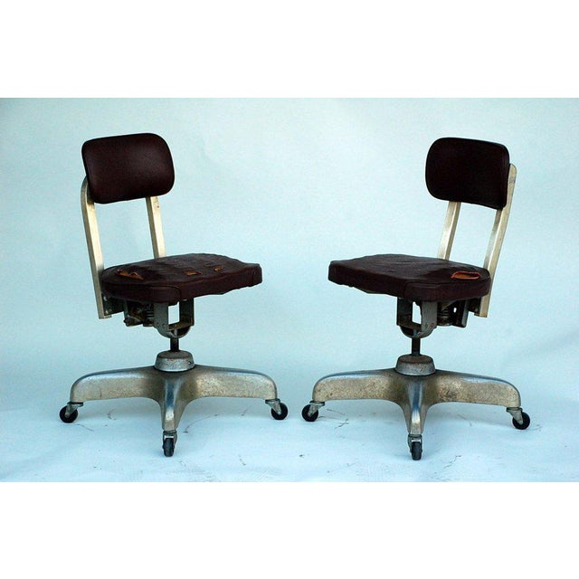 Mid-Century Modern Pair of Aged Industrial Office Swivel Chairs For Sale - Image 3 of 7