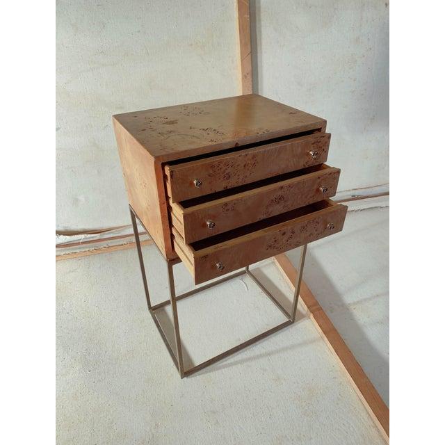 Milo Baughman 1950s Mid-Century Modern Milo Baughman Burlwood Side Table For Sale - Image 4 of 8