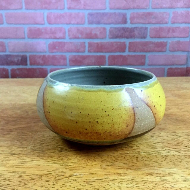 Vintage gold glazed pottery bowl. This gold and green glazed bowl is in beautiful vintage condition. It would be a lovely...