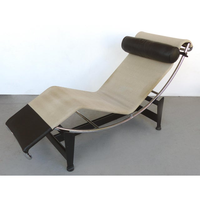 Offered for sale is a LC4 chaise longue manufactured by Cassina S.p.A. (Italy) and designed by Swiss architect Le...